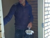 Abdoel werkt toilet af